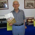 Bruno Bianchella reparto fisarmoniche Farfisa con il manuale Superpartner