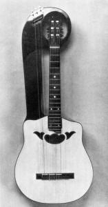chitarra_lyra_ad_un_braccio
