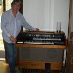Claudio Capponi accordatore pianoforti Farfisa con il modello 51