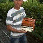 Fabio Pigini riparatore Farfisa con la scheda PA 581