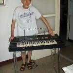 Franco Vianelli controllo produzione Farfisa con la tastiera Bravo