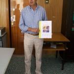 Giancarlo Caselunghe responsabile qualità Farfisa con il libro sulla Farfisa