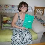 Gina Magnaterra linea montaggio organi Farfisa con il manuale modello 154