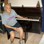 Giovanni Bacciu riparatore Farfisa con il pianoforte Karl Otto