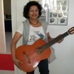 Giuseppina Antolini impiegata Farfisa con la chitarra Mozzani classica A
