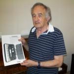 Ivo Rosciani accordatore pianoforti Farfisa con il manuale Transivox