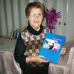 Liliana Monteburini reparto televisori Farfisa con il manuale istruzioni Superpiano