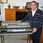 Livio Buresta riparatore unità ritmiche Farfisa con il Compact Duo (versione 2)