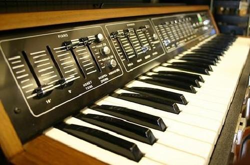logan_piano_strings