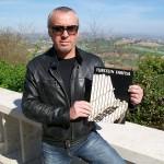 Marco Palmizi montaggio corde corde pianoforti Farfisa con catalogo Furstein Farfisa