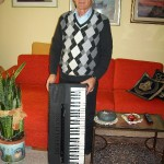 Paolo Carli responsabile finitura pianoforti Farfisa con il Digital Piano Dp 18