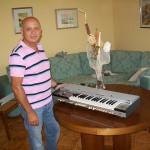 Renato Sturba riparatore Farfisa con il Syntorchestra
