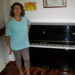 Stefania Cantarini collaudatrice Farfisa con il pianoforte Furstein
