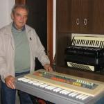 Terzino Ilari responsabile reparto montaggio schede Farfisa con il Professional