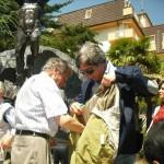 Gervasio con Claudio Capponi al monumento della fisarmonica (Castelfidardo)
