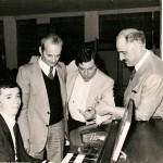 Gervasio con Francesco Castagna dimostratore Farfisa e dirigenti Farfisa
