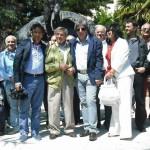 Gervasio foto di gruppo al monumento della fisarmonica di Castelfidardo