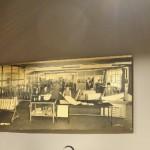 Sala quarta: Chitarre classiche Mozzani con relativo manifesto originale
