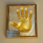 Sala quarta: Impronta della mano destra ricoperta di un sottile strato di oro zecchino di Gervasio Marcosignori dimostratore Farfisa