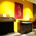 Sala sesta: Silver 404 Super Piano Modello 252 con cartellone pubblicitario originale